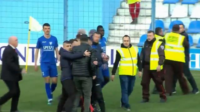 Clube desce de divisão após adeptos agredirem equipa de arbitragem