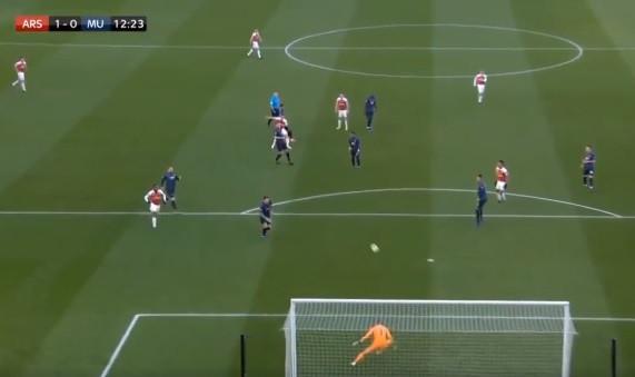 Golo estranho ou efeito brutal? Assim marcou Xhaka no Arsenal-United