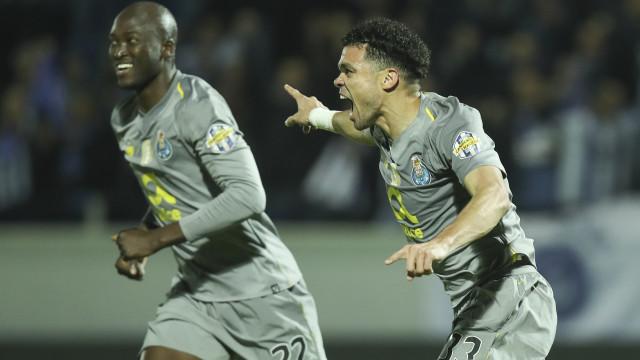 'Apagão' não desliga a lanterna e FC Porto é líder à condição