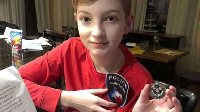 Polícia agradece a rapaz de 11 anos que salvou colega de suicídio