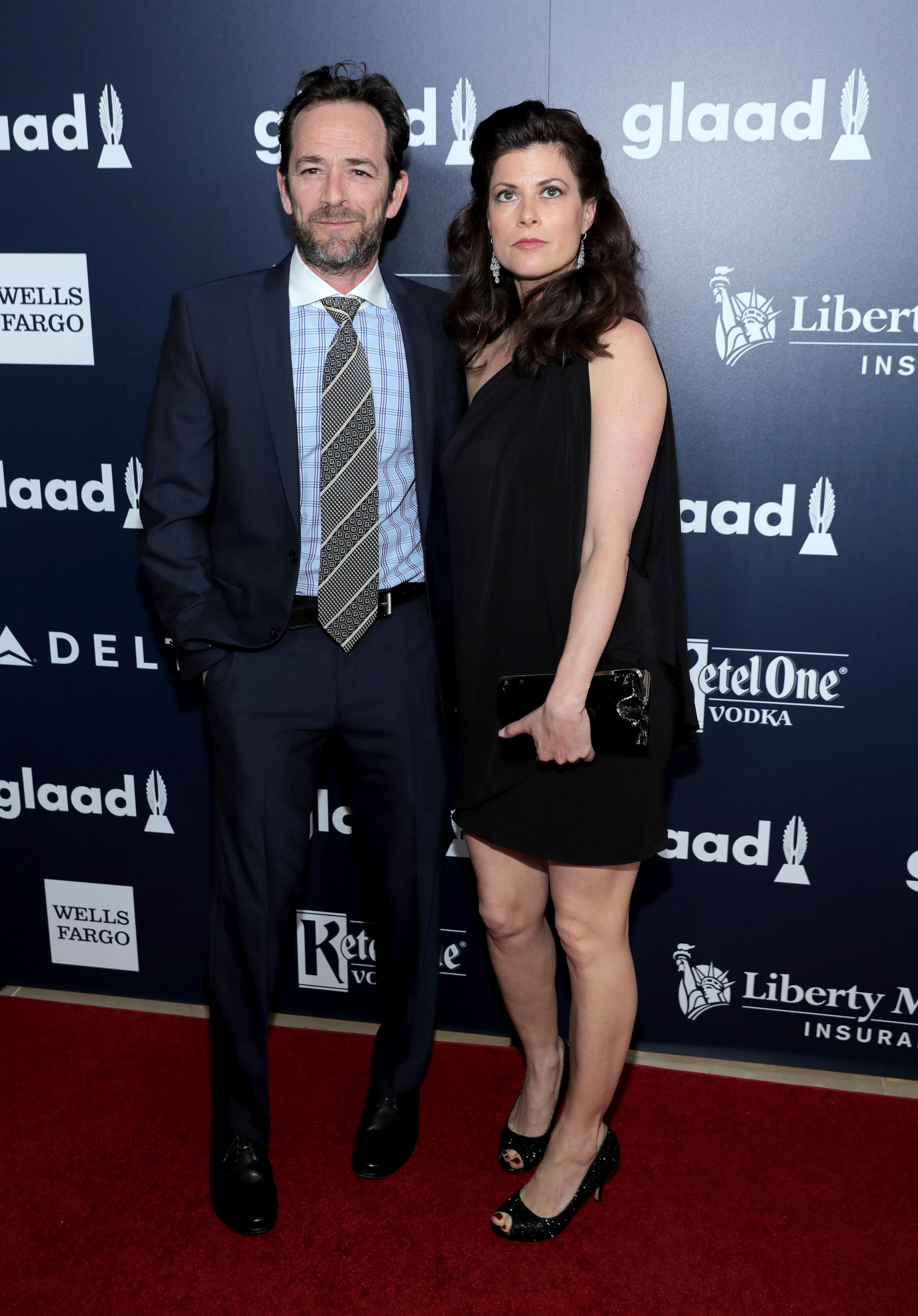 Noiva de Luke Perry quebra silêncio após morte do ator