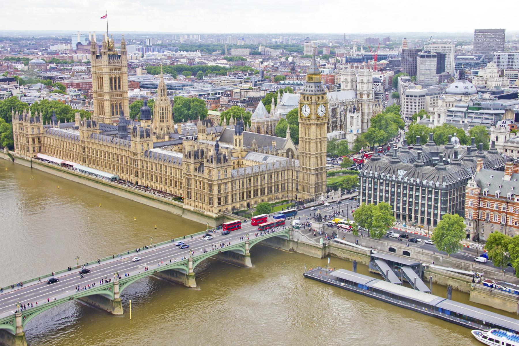Campanha incentiva cidadãos europeus a pedirem residência no Reino Unido