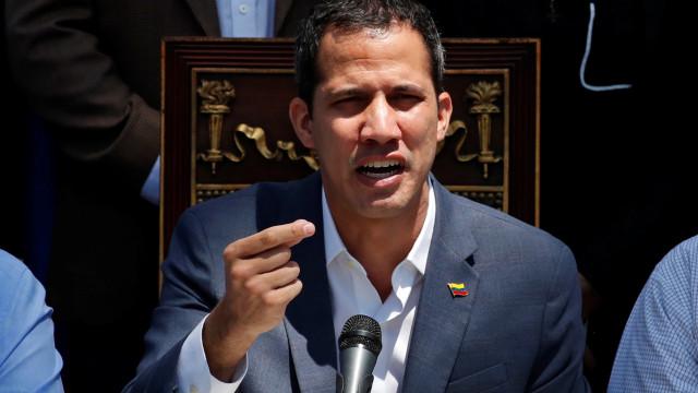 Guaidó entregou pedido para decretar estado de emergência nacional