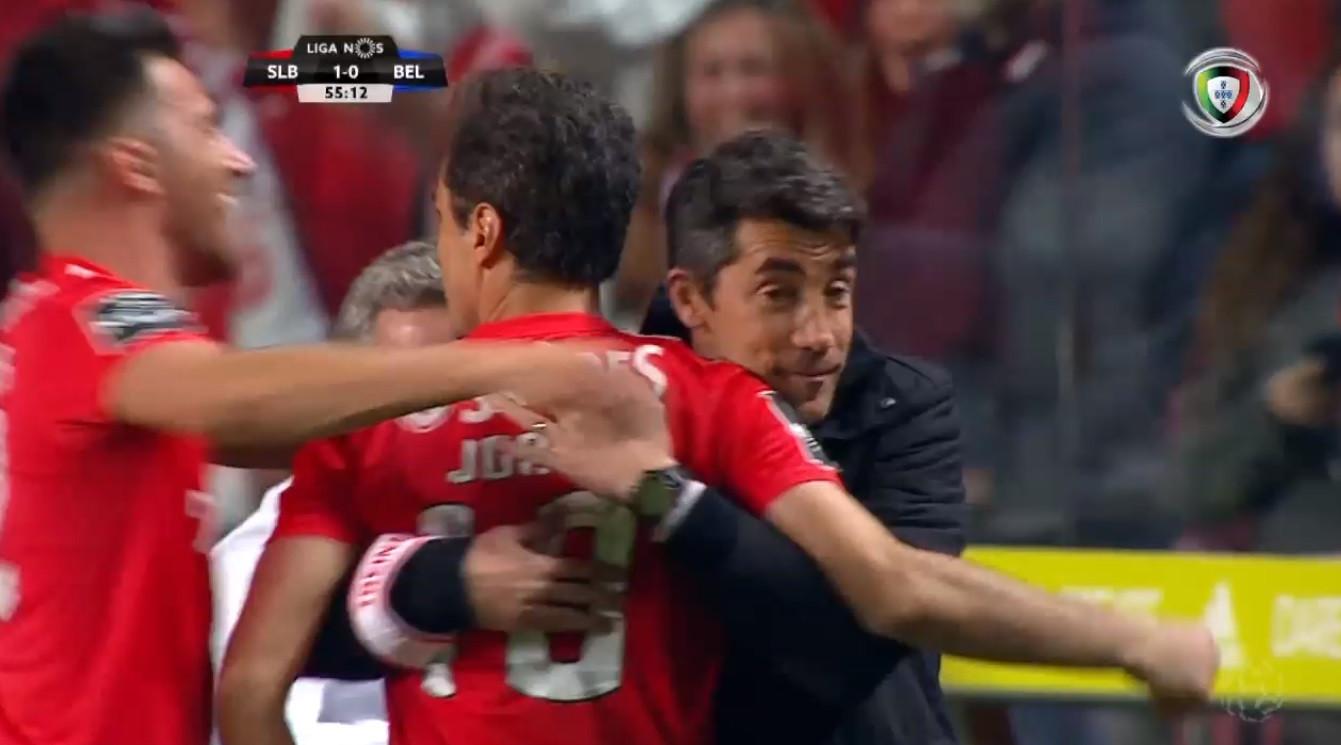 Jonas abre o marcador e festeja com Bruno Lage