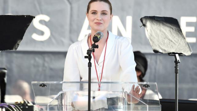 Evan Rachel Wood em lágrimas ao recordar passado de violência doméstica