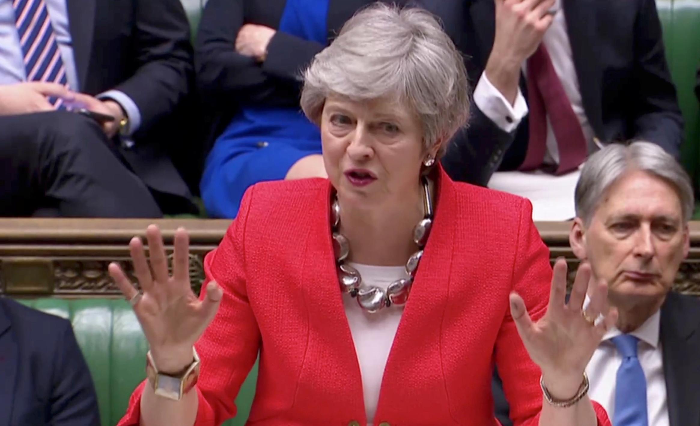 """May pede apoio """"de todos"""" para aprovar Acordo ou saída fica em risco"""