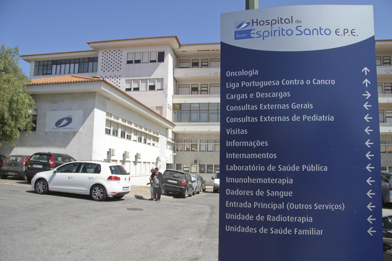Bactéria multirresistente fecha cuidados intensivos do hospital de Évora