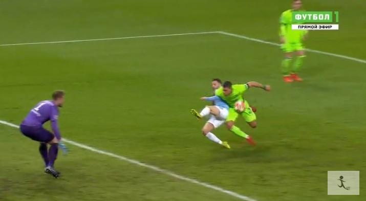 Bernardo Silva foi 'atropelado' e Agüero marcou incrível panenka