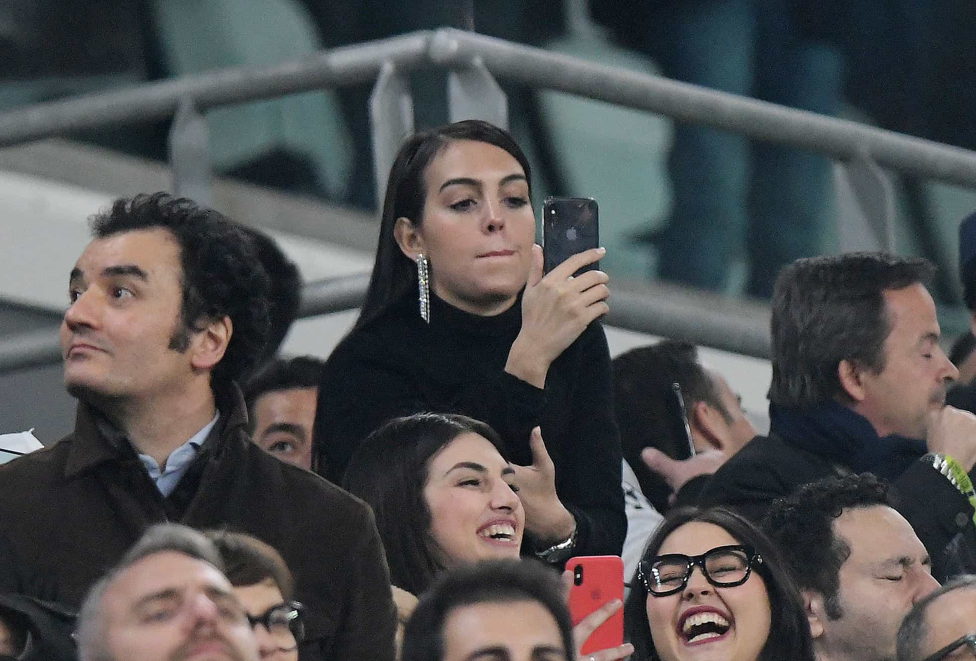 Georgina Rodríguez volta às bancadas para apoiar Cristiano Ronaldo