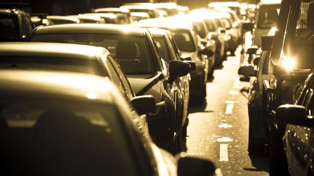 Milhões de crianças no mundo desenvolvem asma devido a poluição automóvel