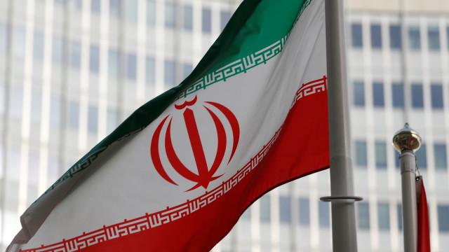 Elemento da embaixada portuguesa em Teerão baleado