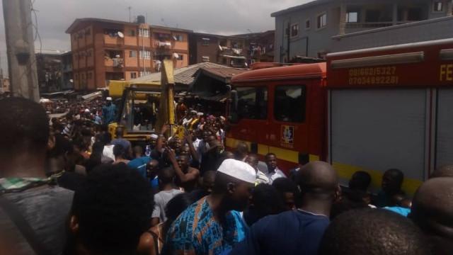 Colapso de edifício deixa pelo menos 100 pessoas soterradas na Nigéria