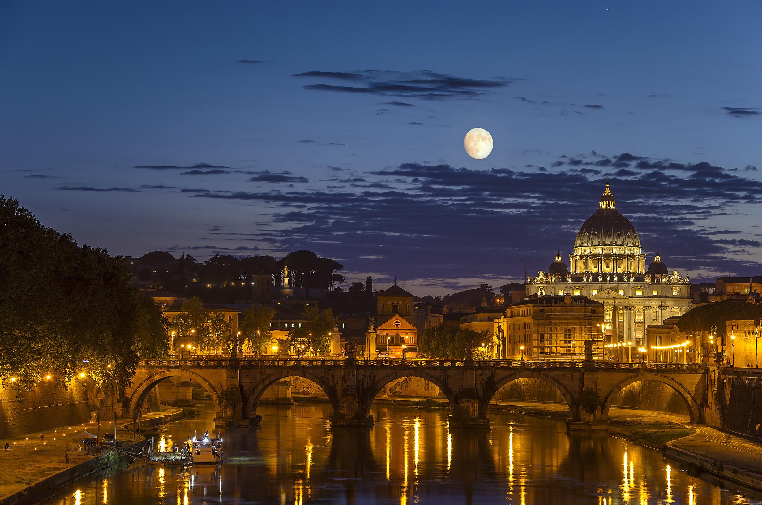 Os melhores destinos para explorar durante a noite