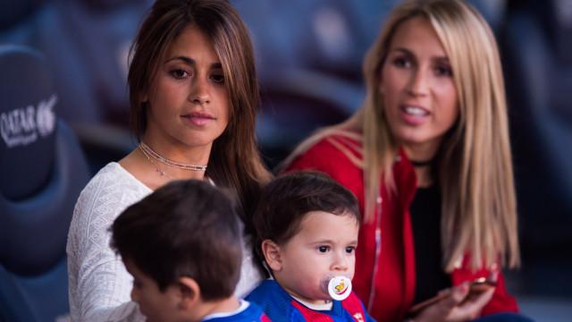 Negócio de mulheres de Lionel Messi e Luis Suárez chega ao fim