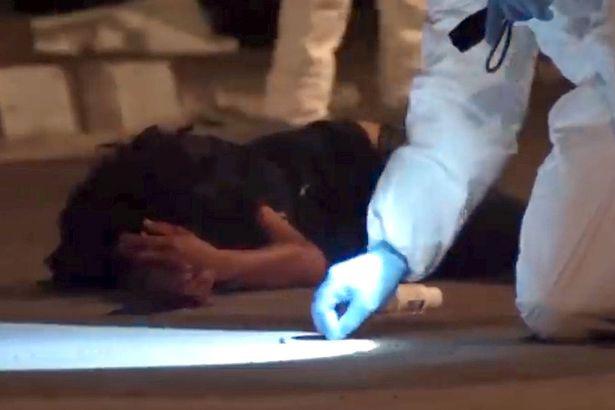 Polícia pensava que mulher alvejada estava morta... até ela mexer mão
