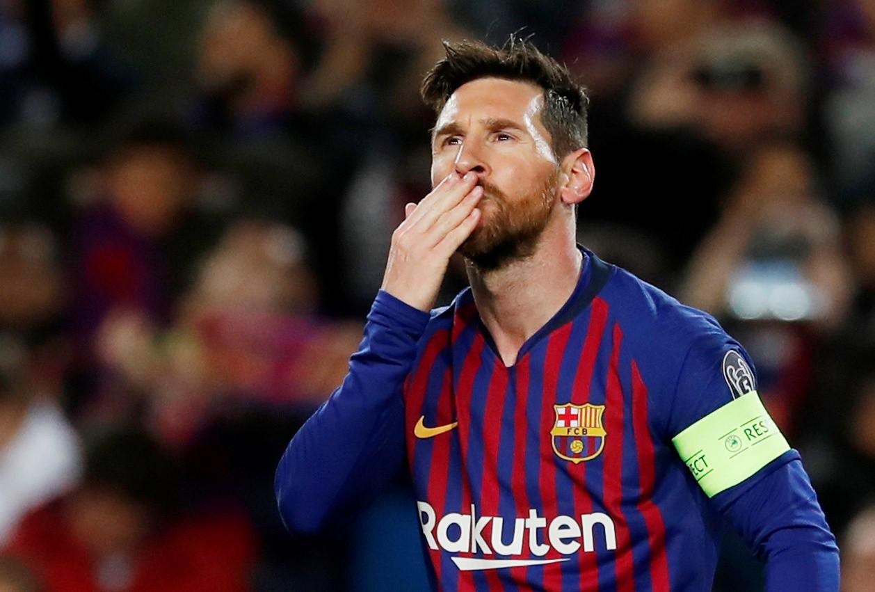 Messi 'responde' a CR7 e ajuda Barça a seguir viagem para os 'quartos'