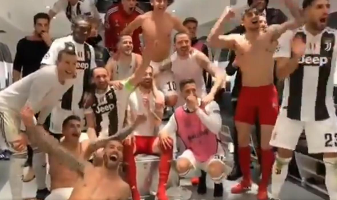 Quando Ronaldo chegou ao balneário... a reação foi esta