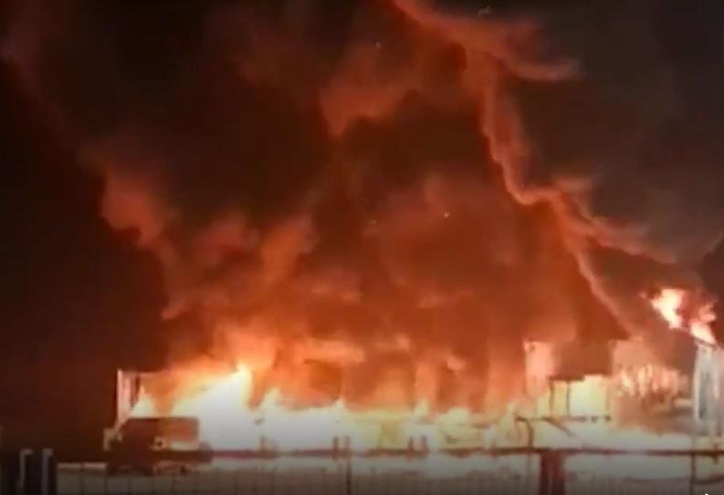 As imagens do incêndio que destruiu 23 motos do MotoE