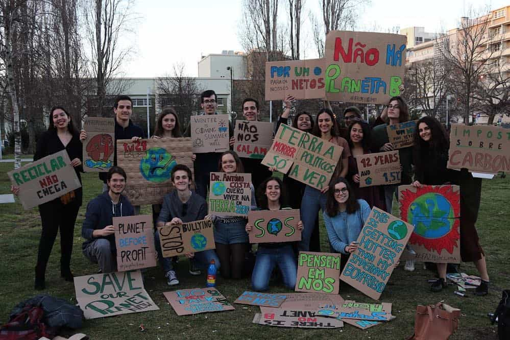 """""""É hora de lutarmos com garra"""". Chegou o dia da greve às aulas pelo Clima"""