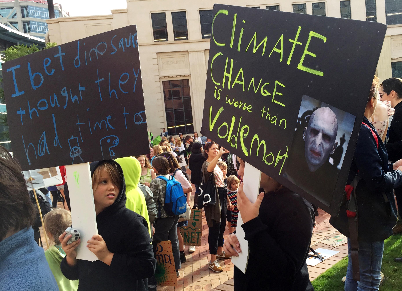 Clima: Milhares de manifestantes na Austrália obrigam a encerrar ruas