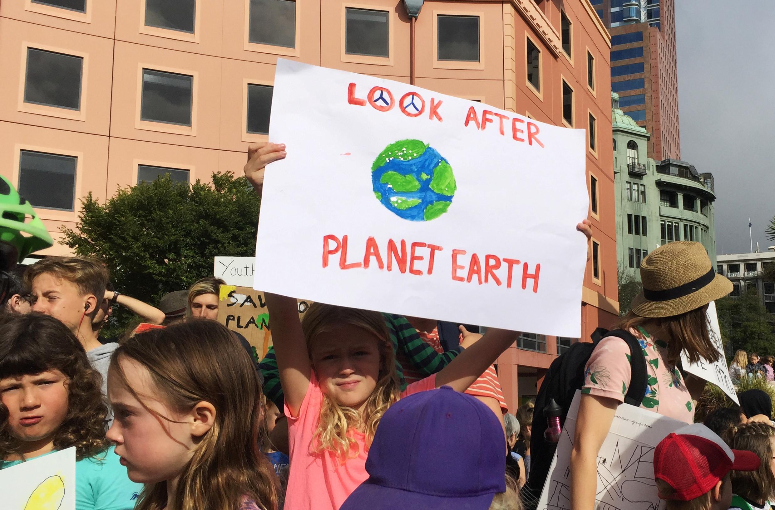 Clima: Centenas de jovens iniciam série mundial de manifestações