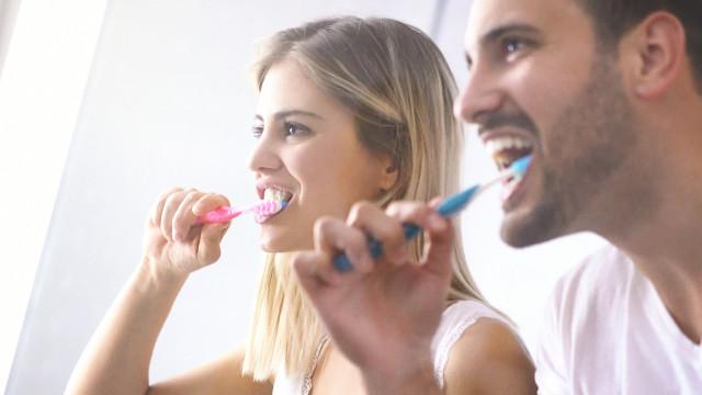 Três ou uma? Quantas vezes por dia devo lavar os dentes?