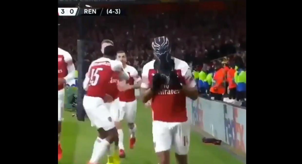 Um dos golos do Arsenal foi marcado por uma... 'pantera negra'