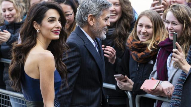 Este look de Amal Clooney é qualquer coisa (e deixou os fãs rendidos)