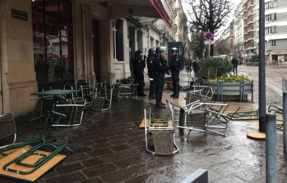 Jogo em França manchado de confrontos: Há pelo menos nove feridos
