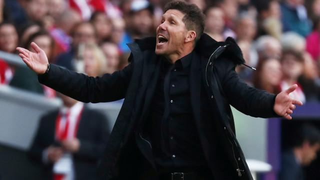 """Simeone defende Messi: """"Acontece o mesmo com CR7 em Portugal"""""""