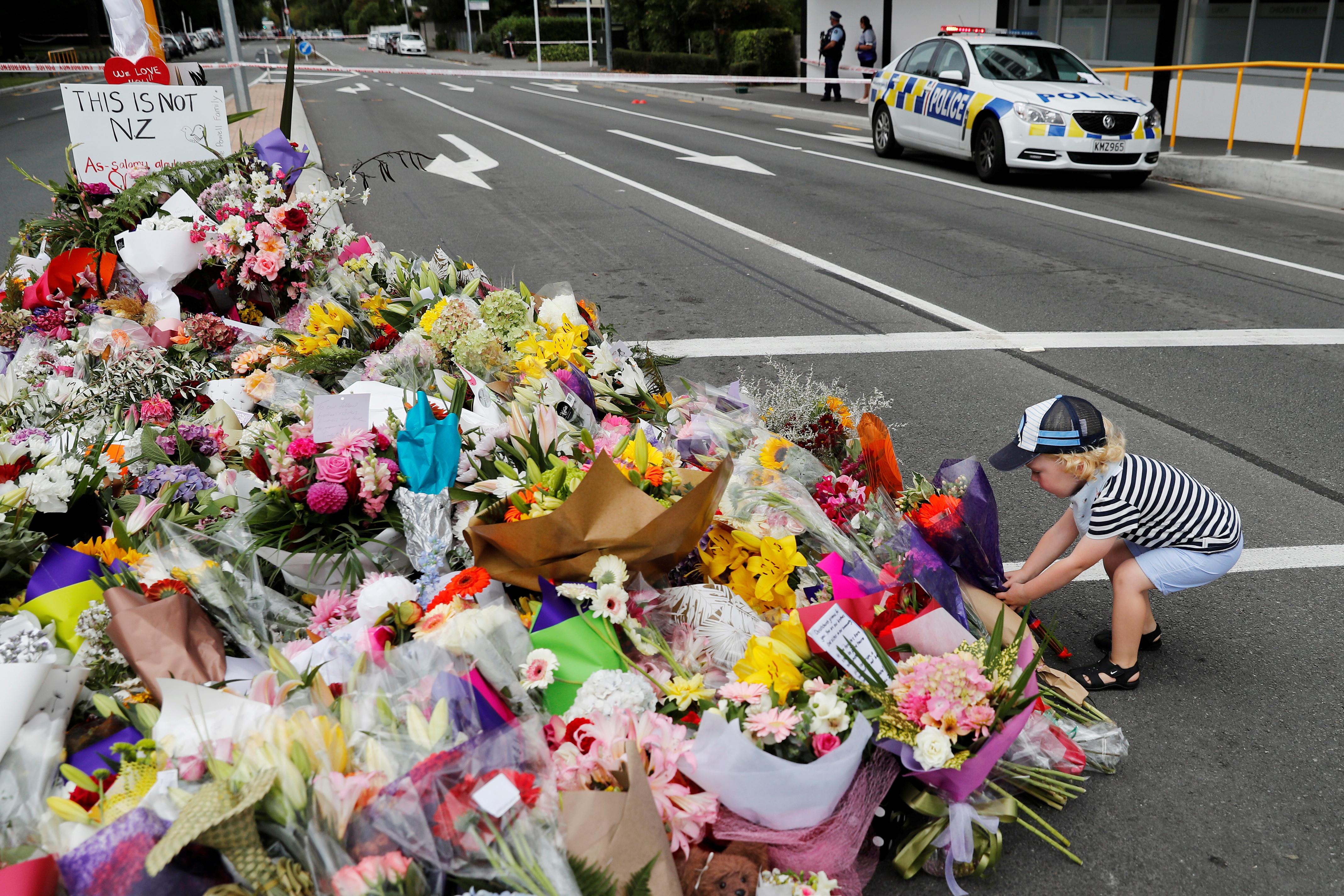"""Nova Zelândia critica Facebook. """"Silêncio é um insulto ao nosso luto"""""""