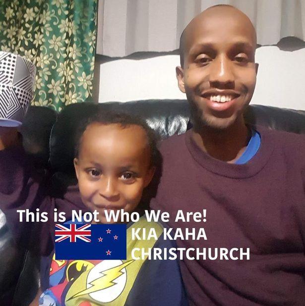 Nova Zelândia: Menino morreu nos braços do pai que se fingiu de morto