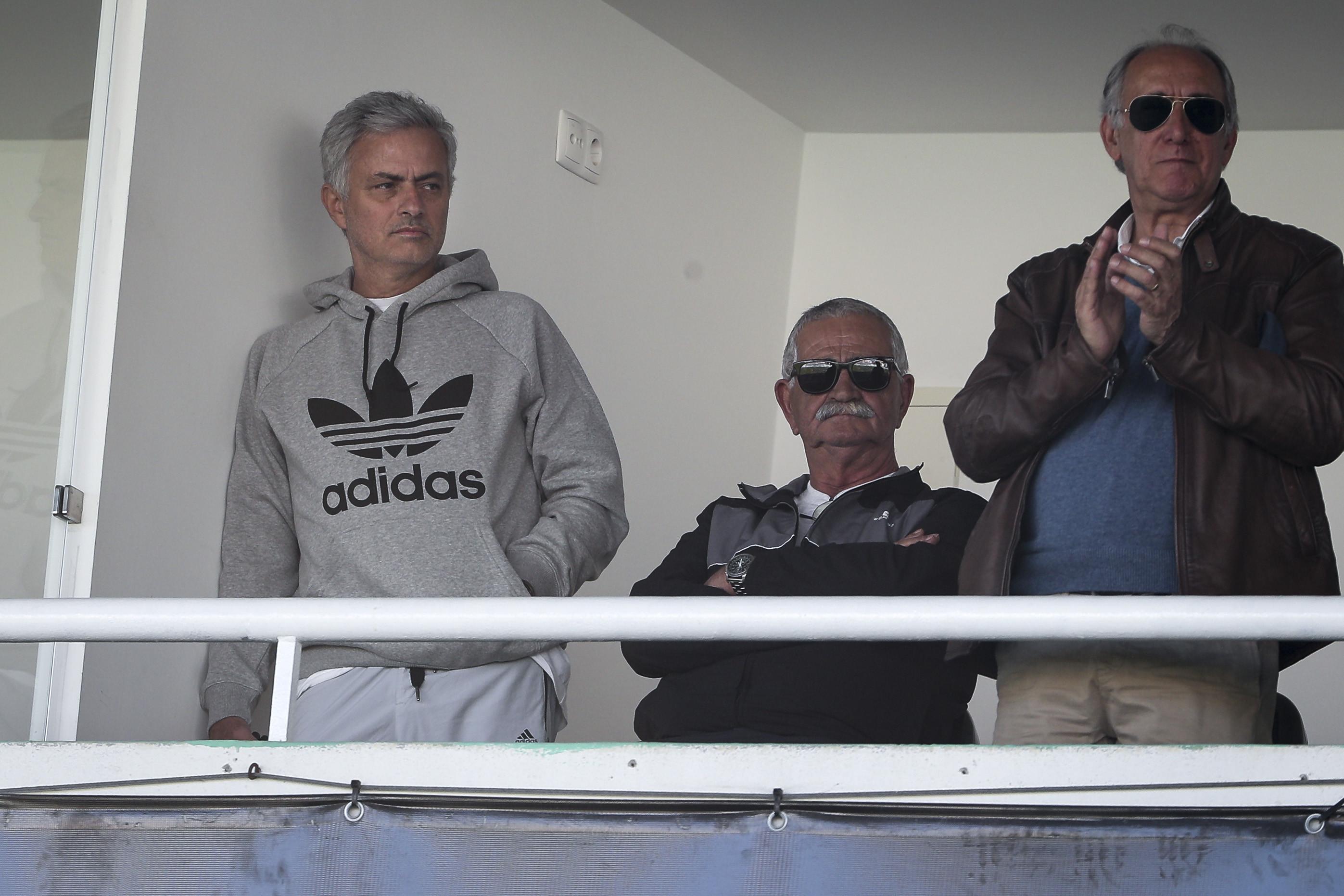Mourinho volta a matar saudades do futebol português 'in loco'