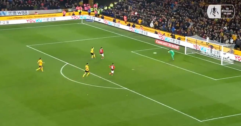 Diogo Jota 'comeu' meio-campo do United para assinar golo colossal