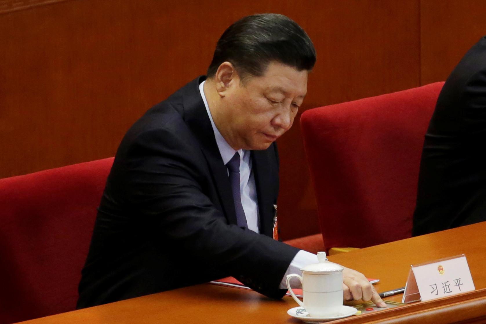 Xi Jinping rompe com moda do comunismo chinês e assume cabelos grisalhos