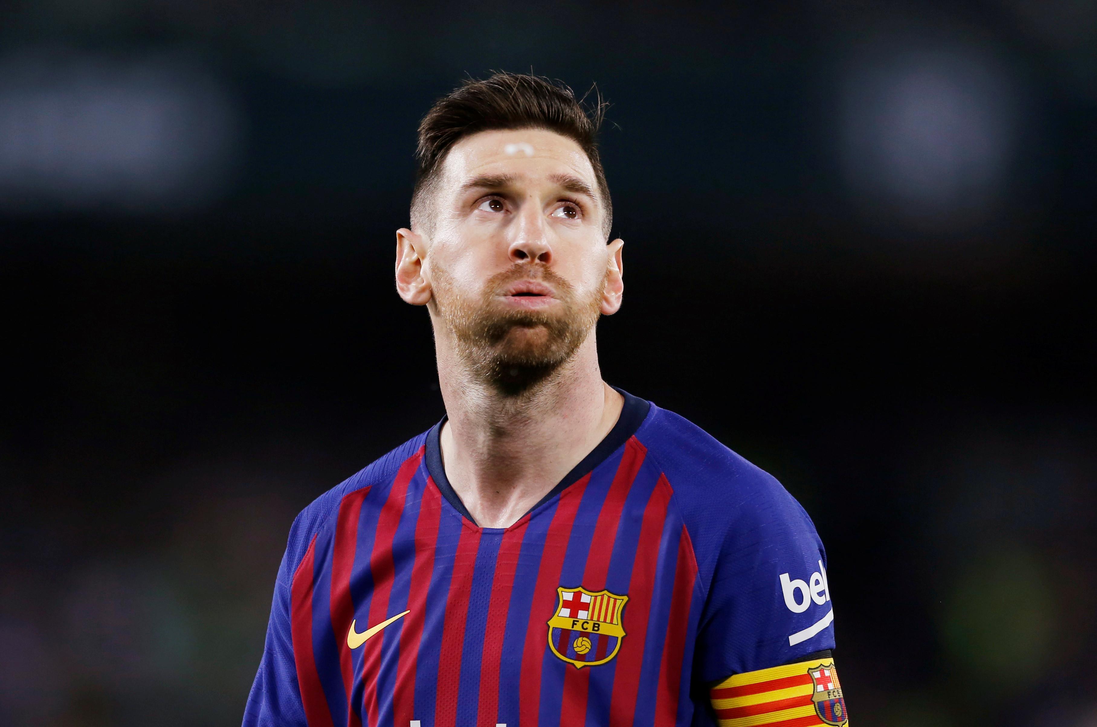 Messi vestiu a pele de 'monstro' e Benito Villamarín aplaudiu-o de pé