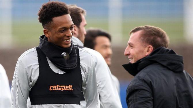 Leicester anuncia assinatura de contrato profissional com jovem português