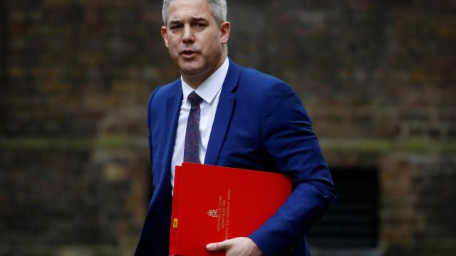 Ministro do Brexit contra adiamento longo, só aceitável se flexível