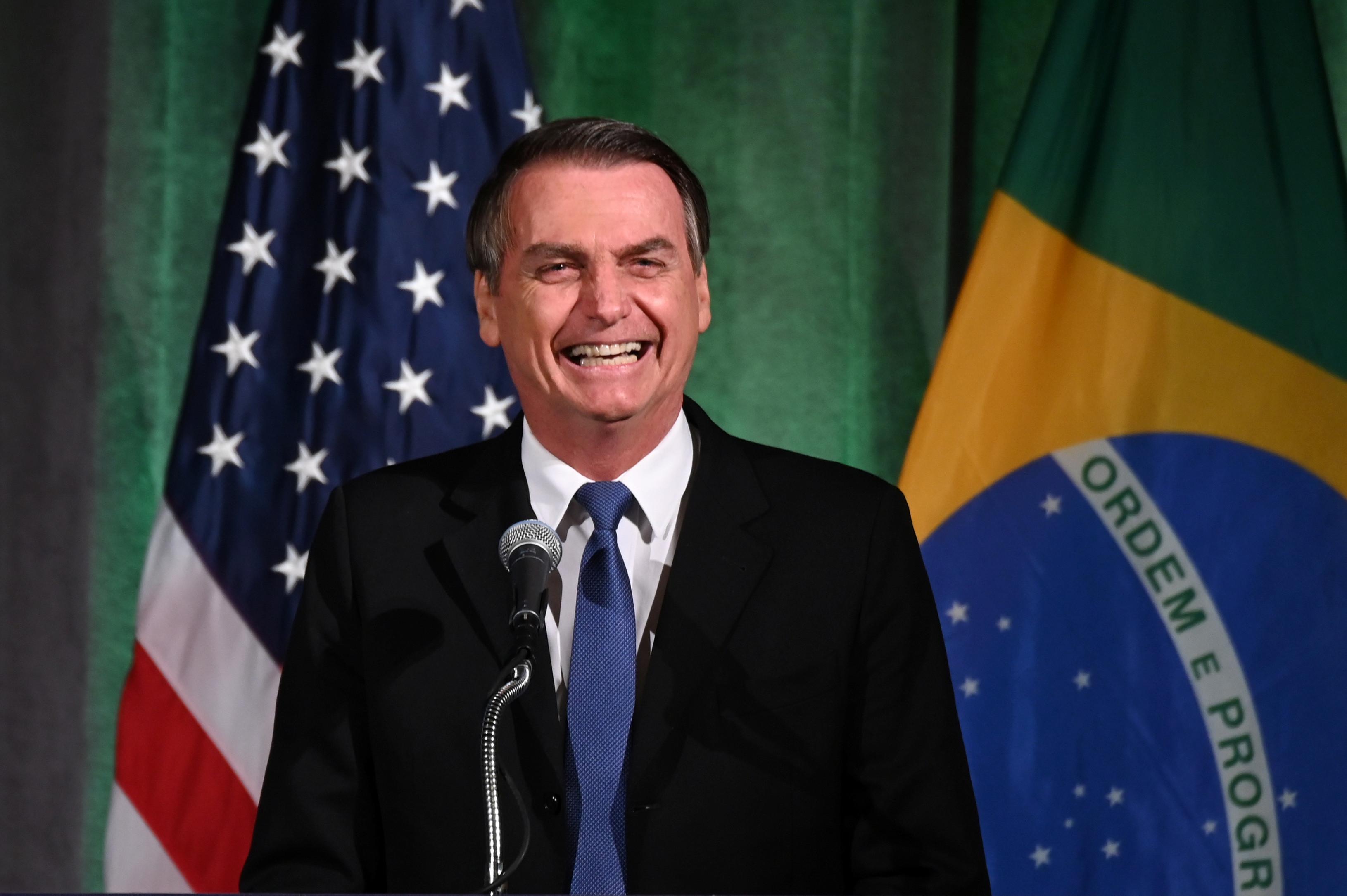 Bolsonaro diz ser favorável ao muro de Trump na fronteira do México