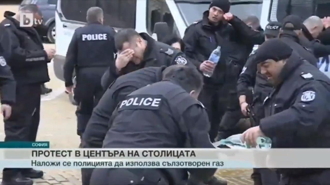 Polícia búlgara ignorou direção do vento, gás pimenta acertou nos agentes