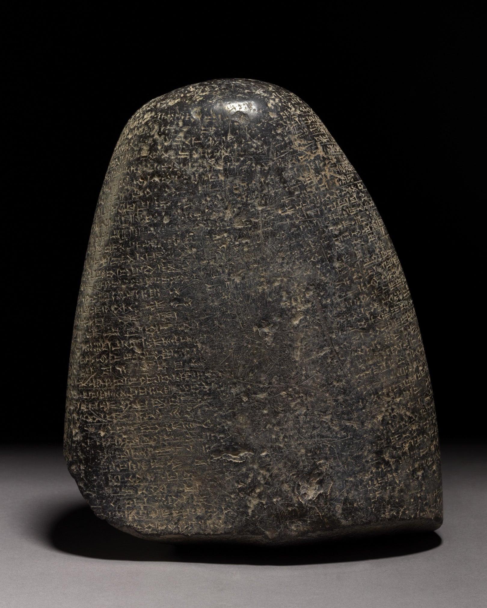 Reino Unido devolve ao Iraque artefacto da Babilónia com 3 mil anos