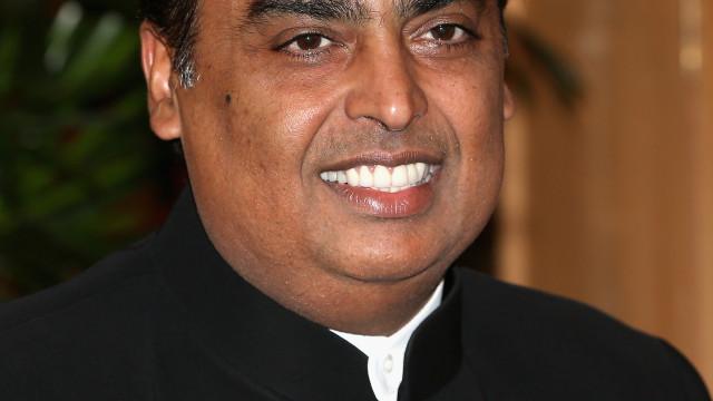 Homem mais rico da Índia paga dívida do irmão para o salvar de ser preso
