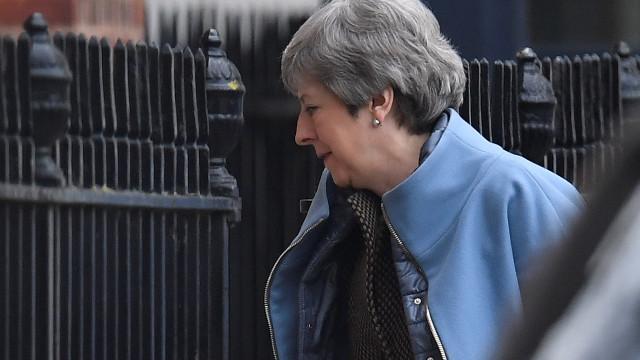 May pede adiamento do Brexit até 30 de junho