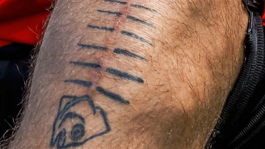 A impressionante história de superação marcada numa tatuagem curiosa