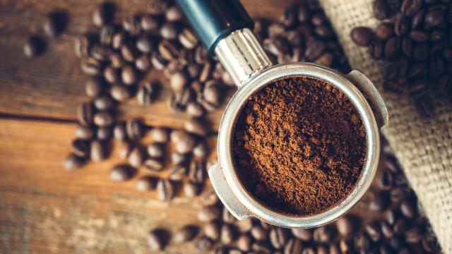 Sim, já são quatro da tarde... 'but first, coffee'