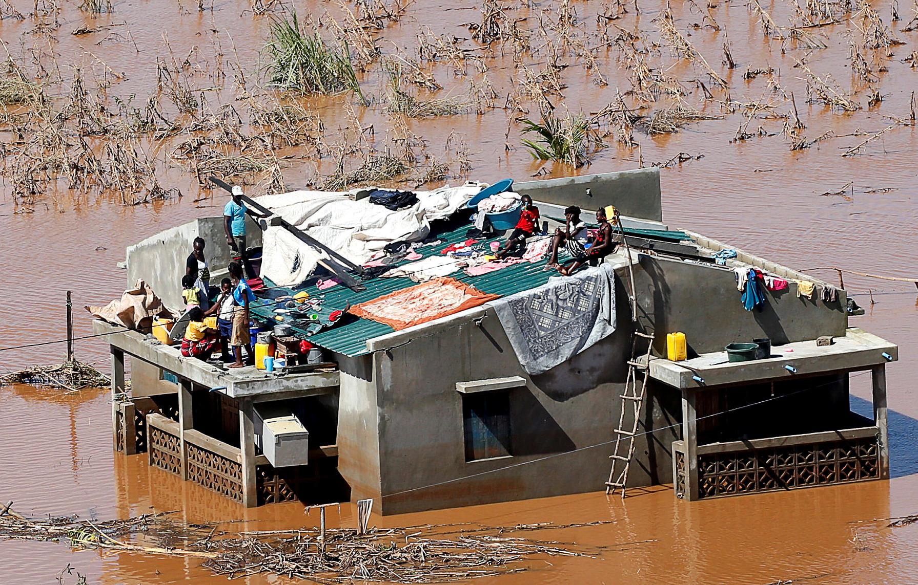 Número de mortos em Moçambique sobe para 242, diz governo