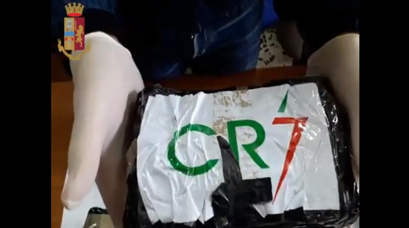 Apreendidos em Nápoles 14 quilos de cocaína com rótulo CR7