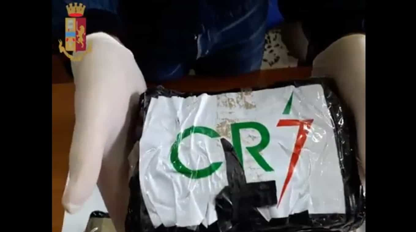 Polícia de Nápoles apreende 14 quilos de cocaína com rótulo CR7