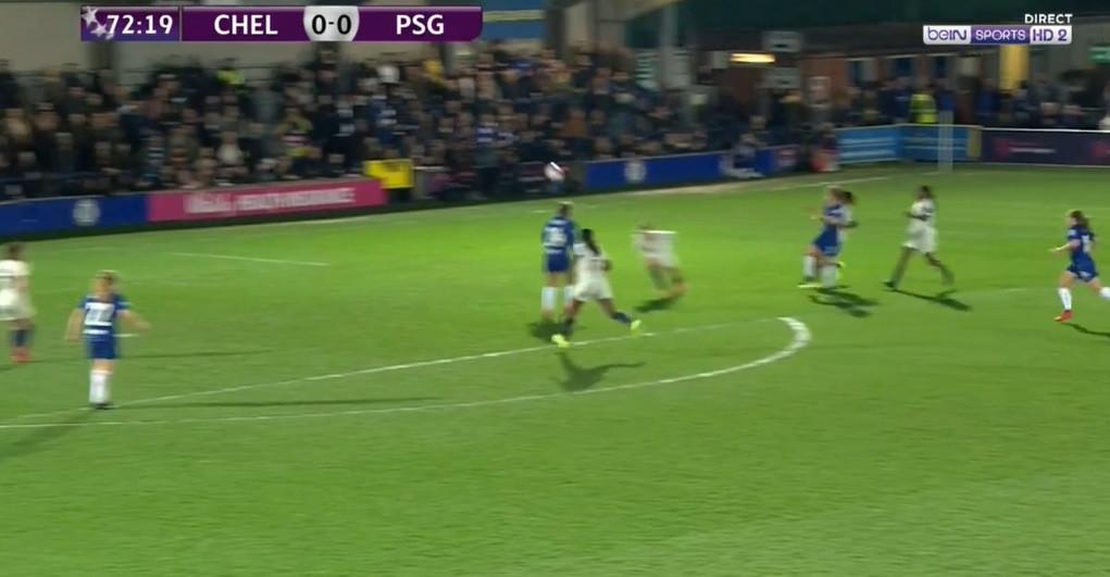 Blundell abriu marcador do duelo feminino entre Chelsea e PSG com golaço