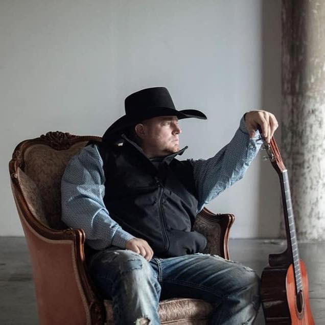 Estrela em ascensão da música country morre após balear-se por engano